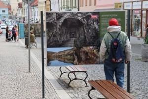 Výstava Berounské podzemí ve street galerii Pěší zóna